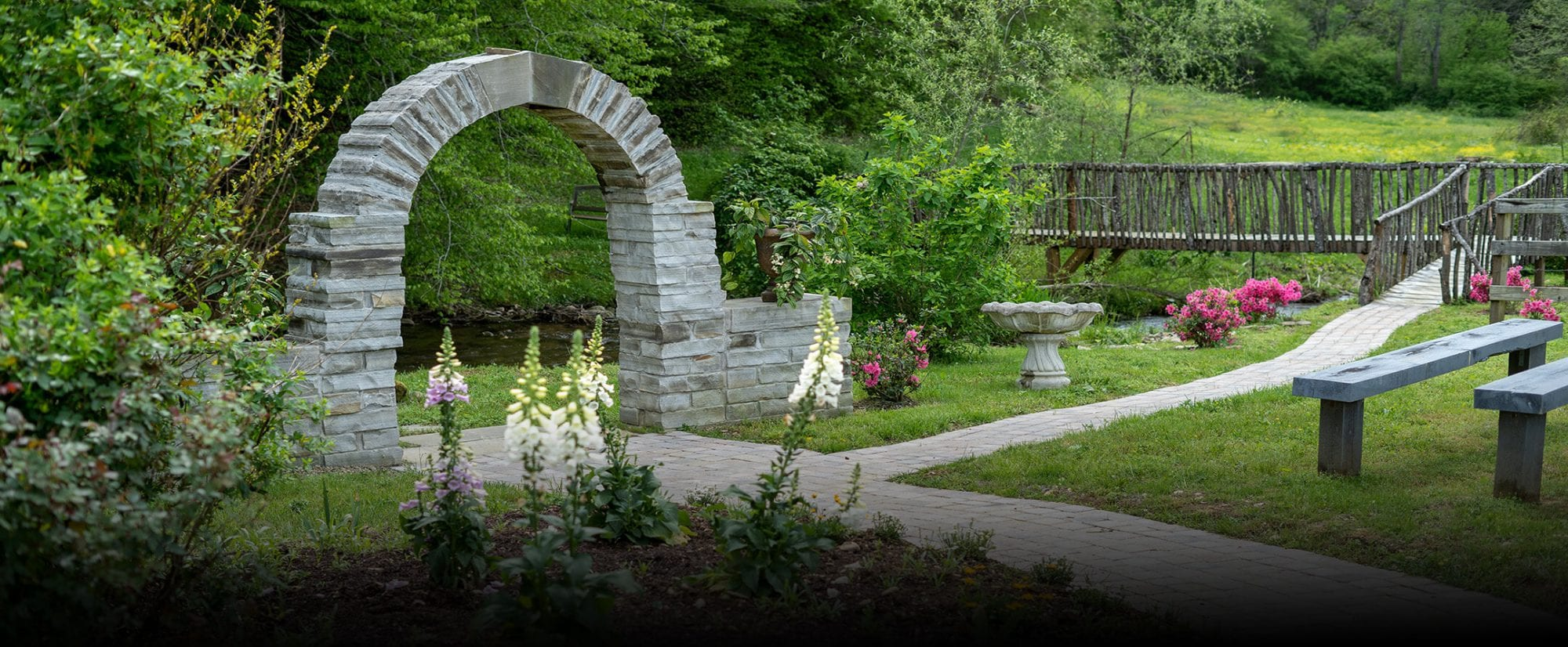 The Granite Stone Wedding Arch wedding ceremony site in Pigeon Forge, TN
