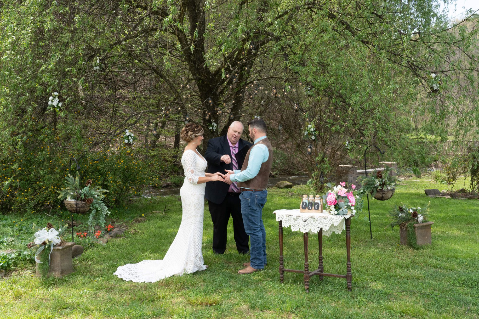 Willow-tree-ceremony-April-Honeysuckle-Hills-1002 (1)-min